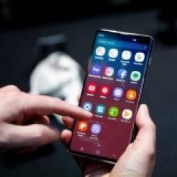 Celular Samsung S10 é o primeiro do mundo a ter a tecnologia 5G (Henry Nicholls/Reuters)
